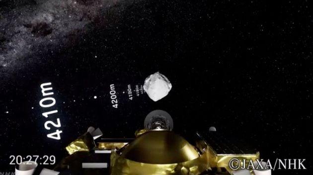 小惑星リュウグウへ向けて降下する「はやぶさ2」のイメージ