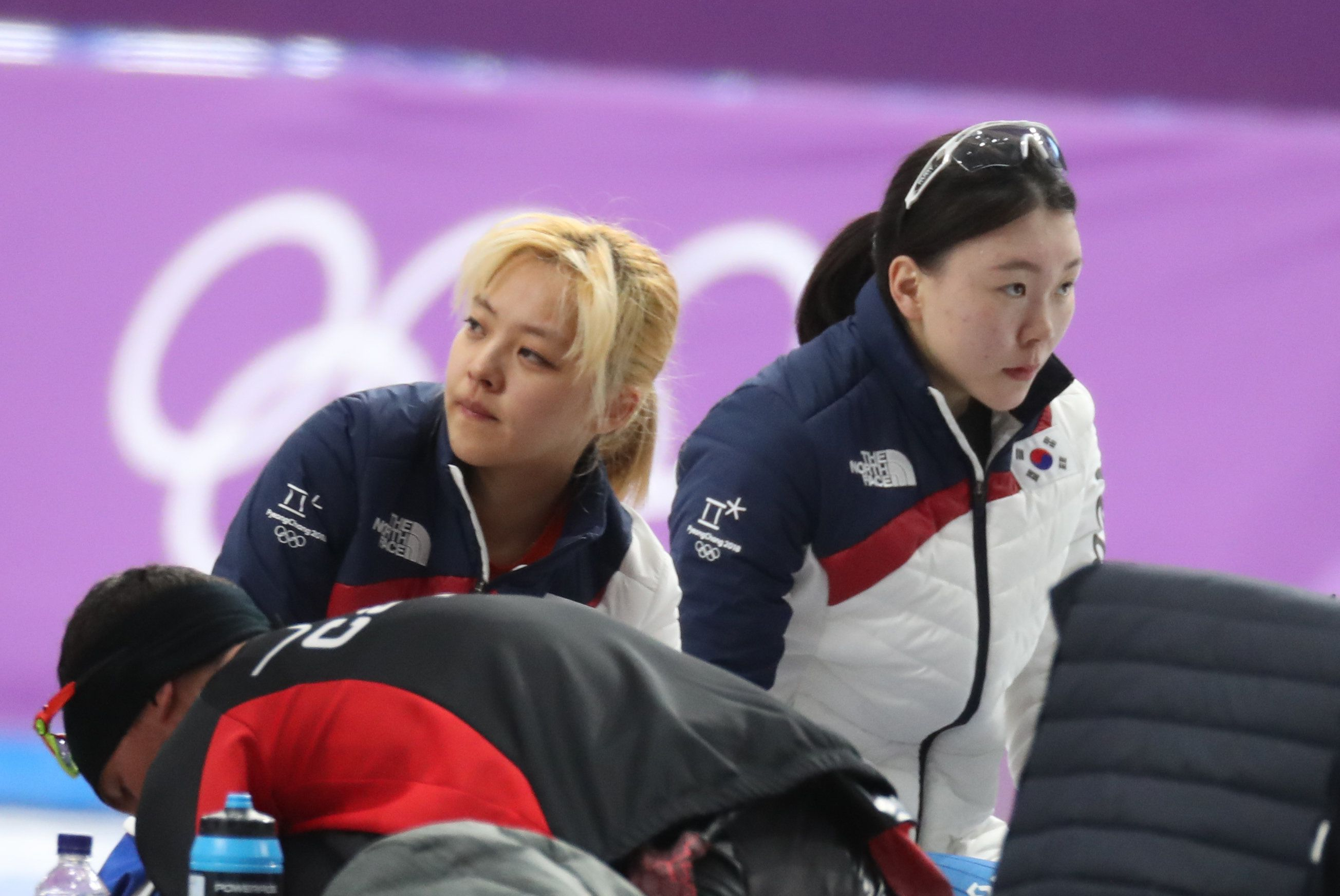 김보름과 노선영이 서로의 주장을 계속 반박하고
