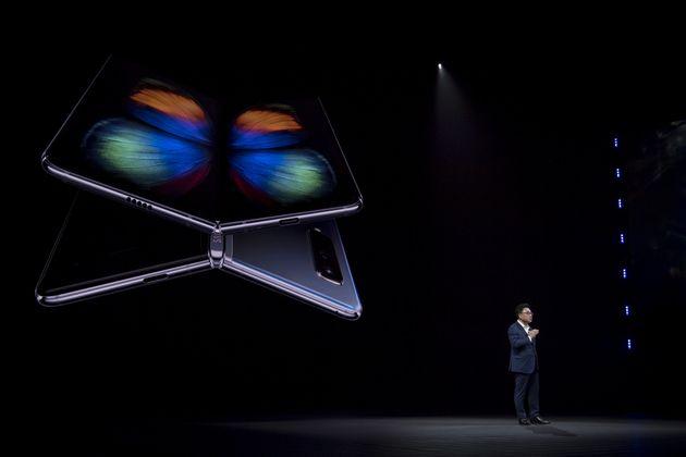 Samsung dévoile un téléphone à écran pliable vendu près de 2 000