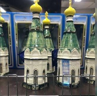 Η βότκα που πωλείται σε μπουκάλια με το σχήμα ναού θυμώνει τους πιστούς της