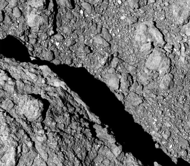 Προσεδάφιση σε μακρινό αστεροειδή θα επιχειρήσει το ιαπωνικό διαστημόπλοιο