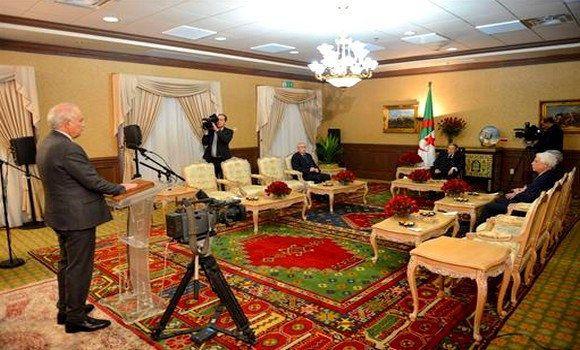 Le président du Conseil constitutionnel Tayeb Belaiz prête serment devant le président