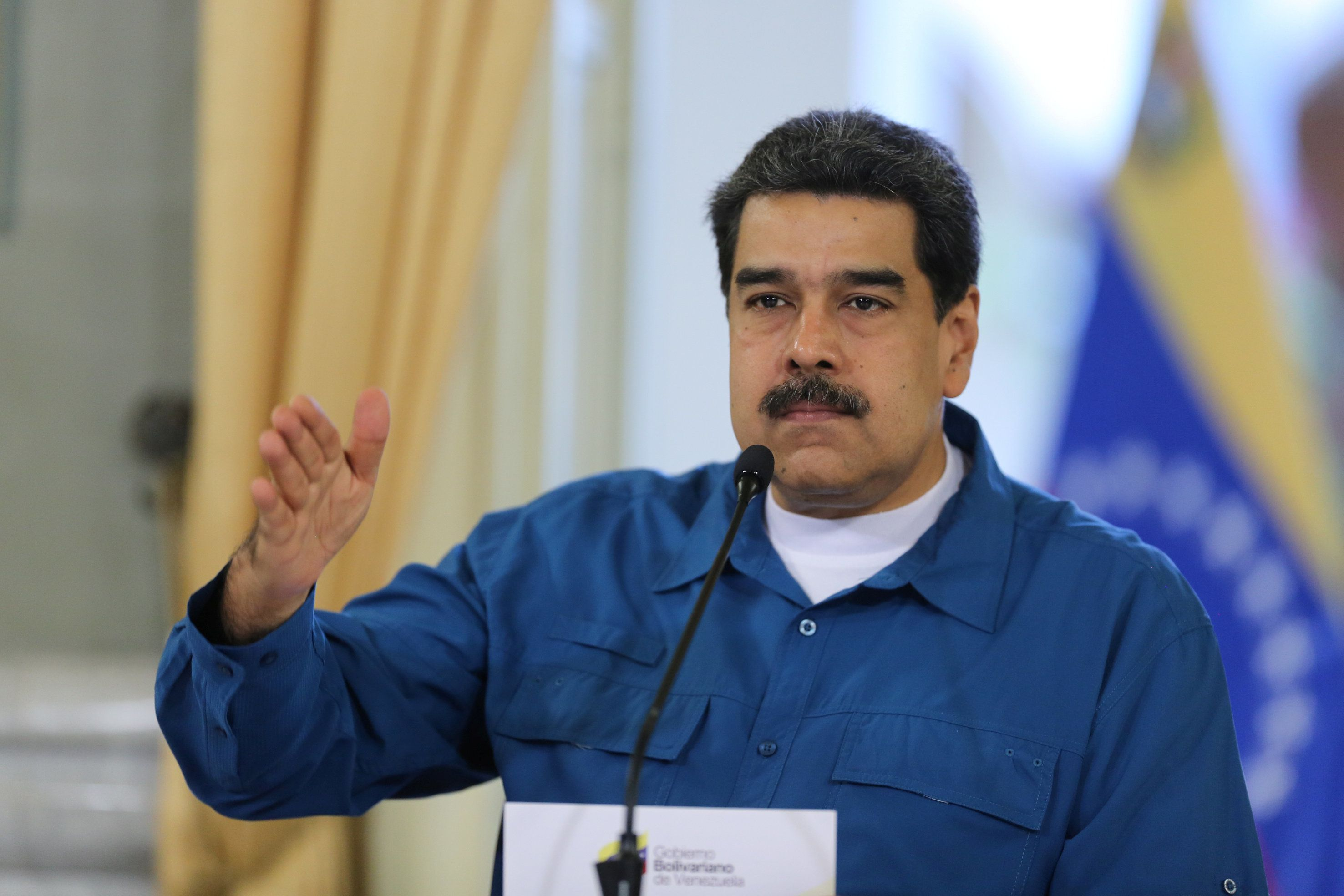 Maduro diz que vai fechar fronteira da Venezuela com o Brasil nesta