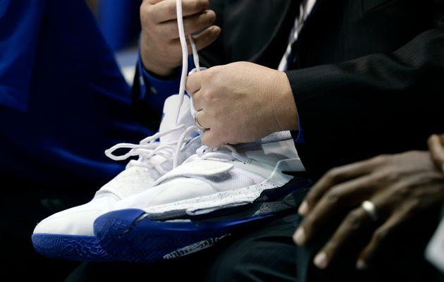 Ενα αριστερό παπούτσι βυθίζει τη μετοχή της ΝΙΚΕ - Πόσο ακριβά μπορεί να της