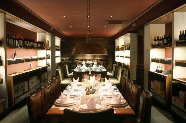Interior do restaurante Grand Cru, onde também funciona uma loja de