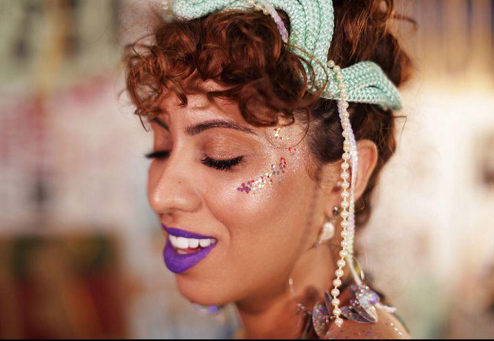 Veja a diferença entre glitter e purpurina.