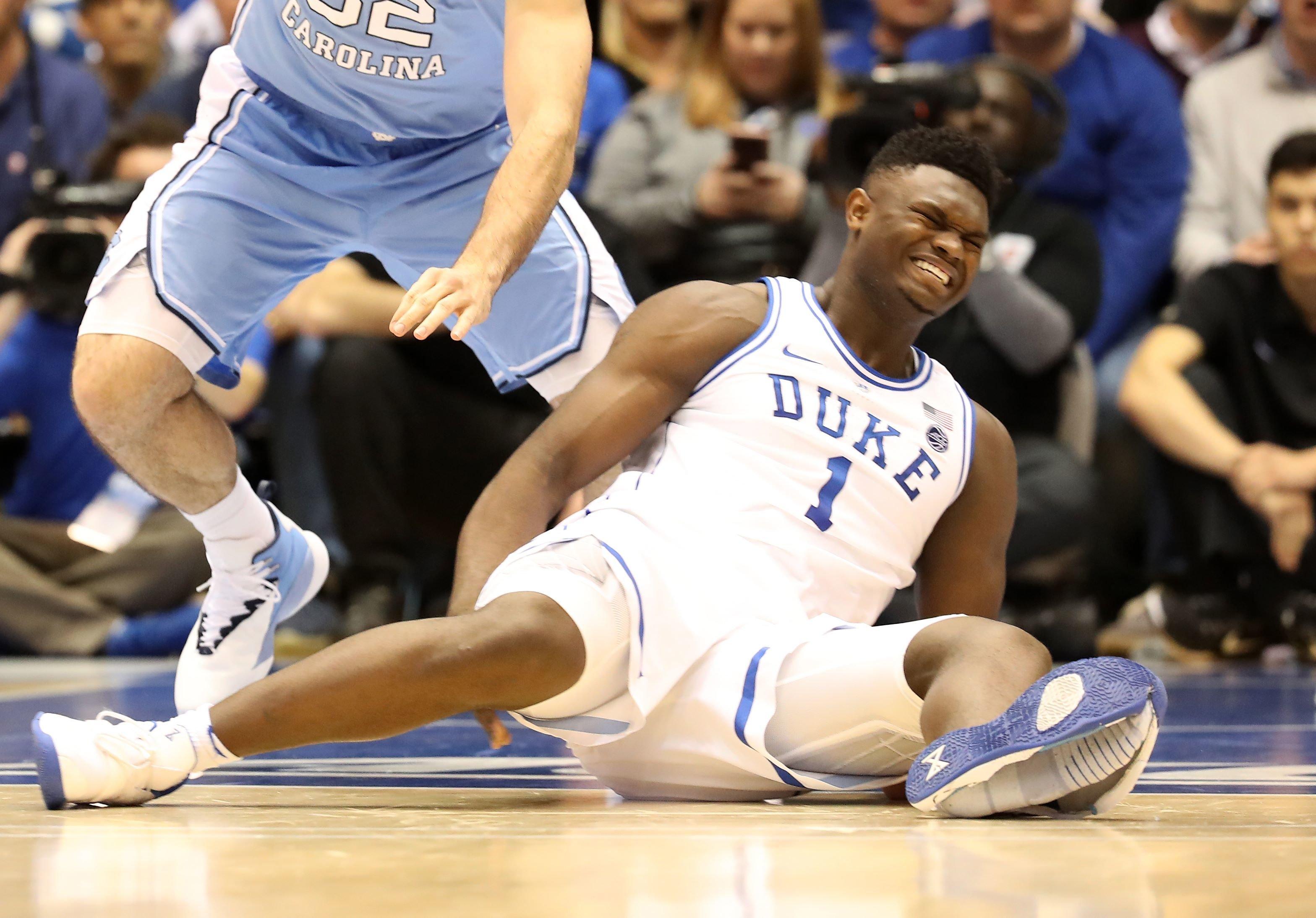 ナイキのバスケシューズが裂けて崩壊 NBAドラフト候補の大学スター選手が負傷する前代未聞の事態に