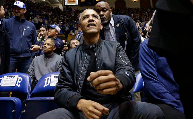 버락 오바마가 입은 '44' 봄버 재킷에 미국인들이
