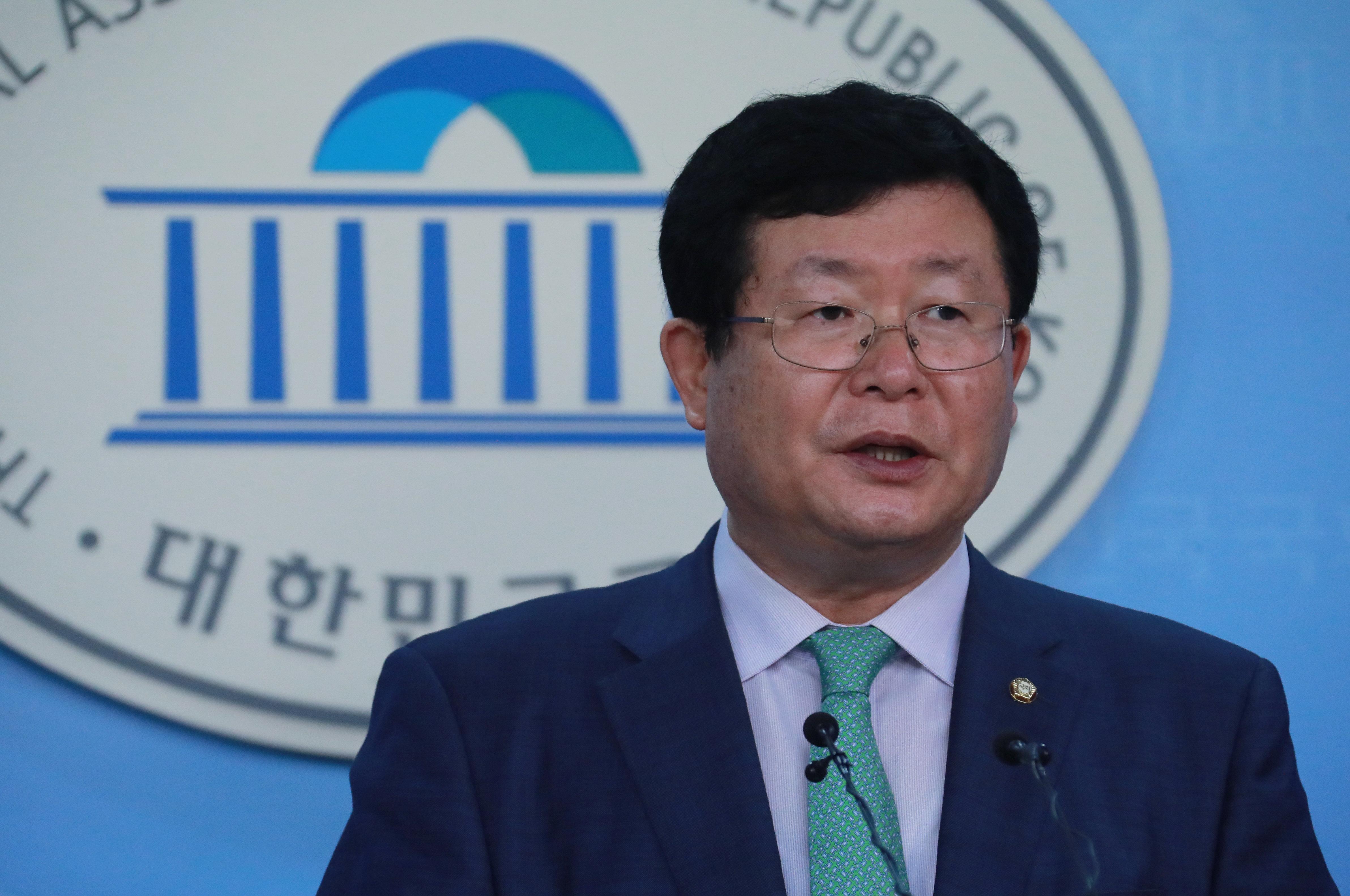 민주당 설훈 최고위원이 '20대 남성 지지율 하락 원인'으로 꼽은