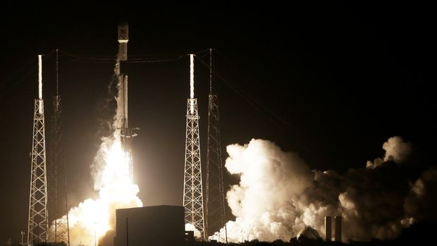 A SpaceX Falcon 9 rocket lifts off with Israel's Lunar Lander and an Indonesian communications satellite at space launch complex 40, Thursday, Feb. 21, 2019, in Cape Canaveral, Fla. An Israeli spacecraft blasted off to the moon in an attempt to make the country's first lunar landing, following a launch Thursday night by SpaceX. (AP Photo/Terry Renna)