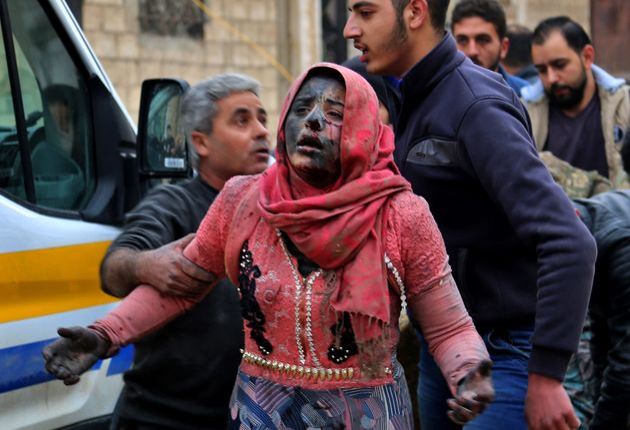 Eine Frau wurde inKhan Shaykhun in der Provinz Idlib Opfer eines