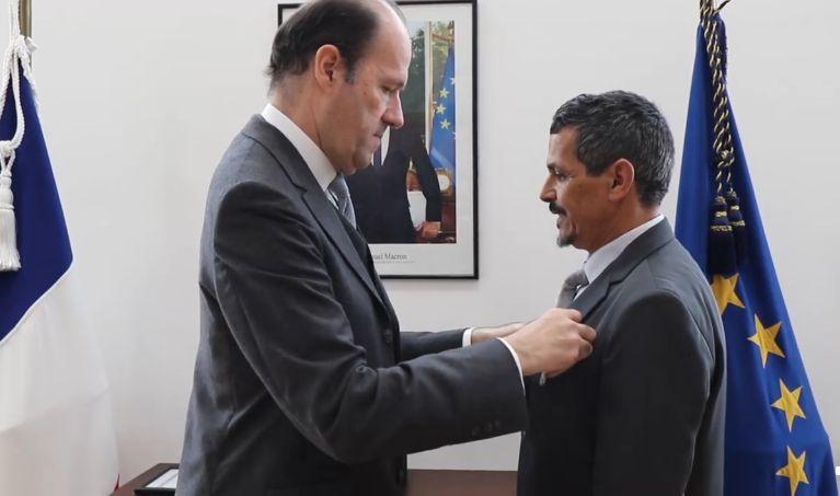 Un technicien de l'ambassade de France au Maroc reçoit la médaille d'honneur du