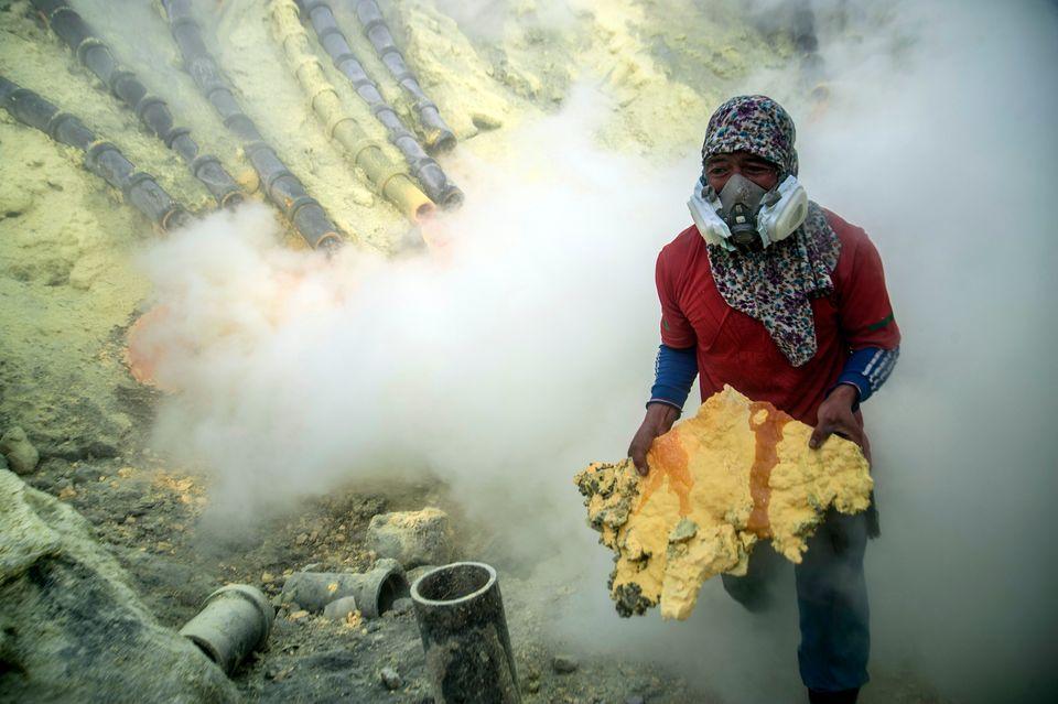 Ινδονησία: Δουλεύοντας για τον «χρυσό του