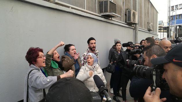 Appel anonyme sur Facebook contre le 5e mandat: La police embarque les manifestants à