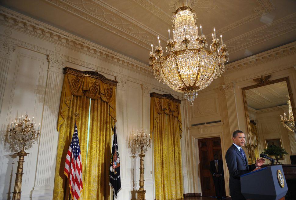 2009년 5월29일, 버락 오바마 미국 대통령이 백악관 이스트룸에서 사이버 인프라 보안 강화 구상을 발표하고 있다. 미국 전력망과 F-35 전투기 프로그램 등을 겨냥한 사이버 공격에...