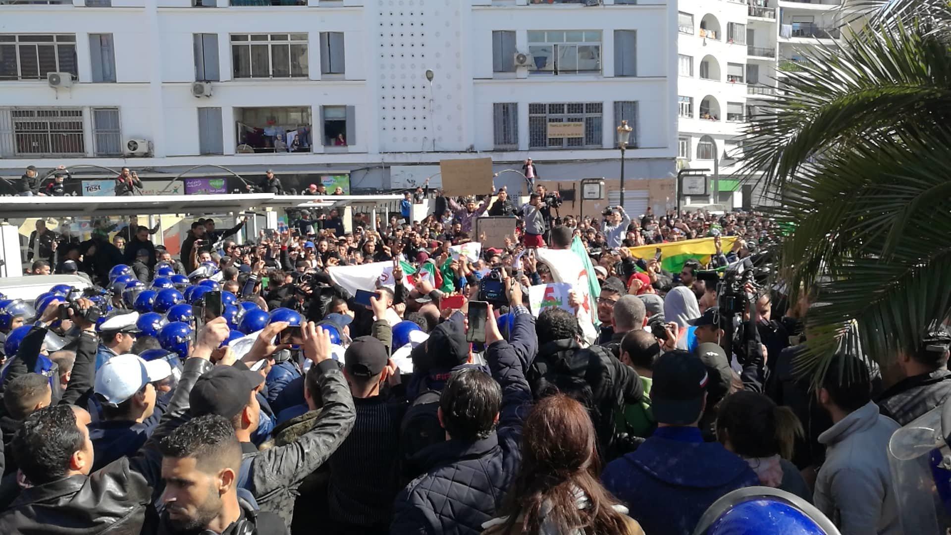 Manifestations à Alger: Le 5e mandat ne passe
