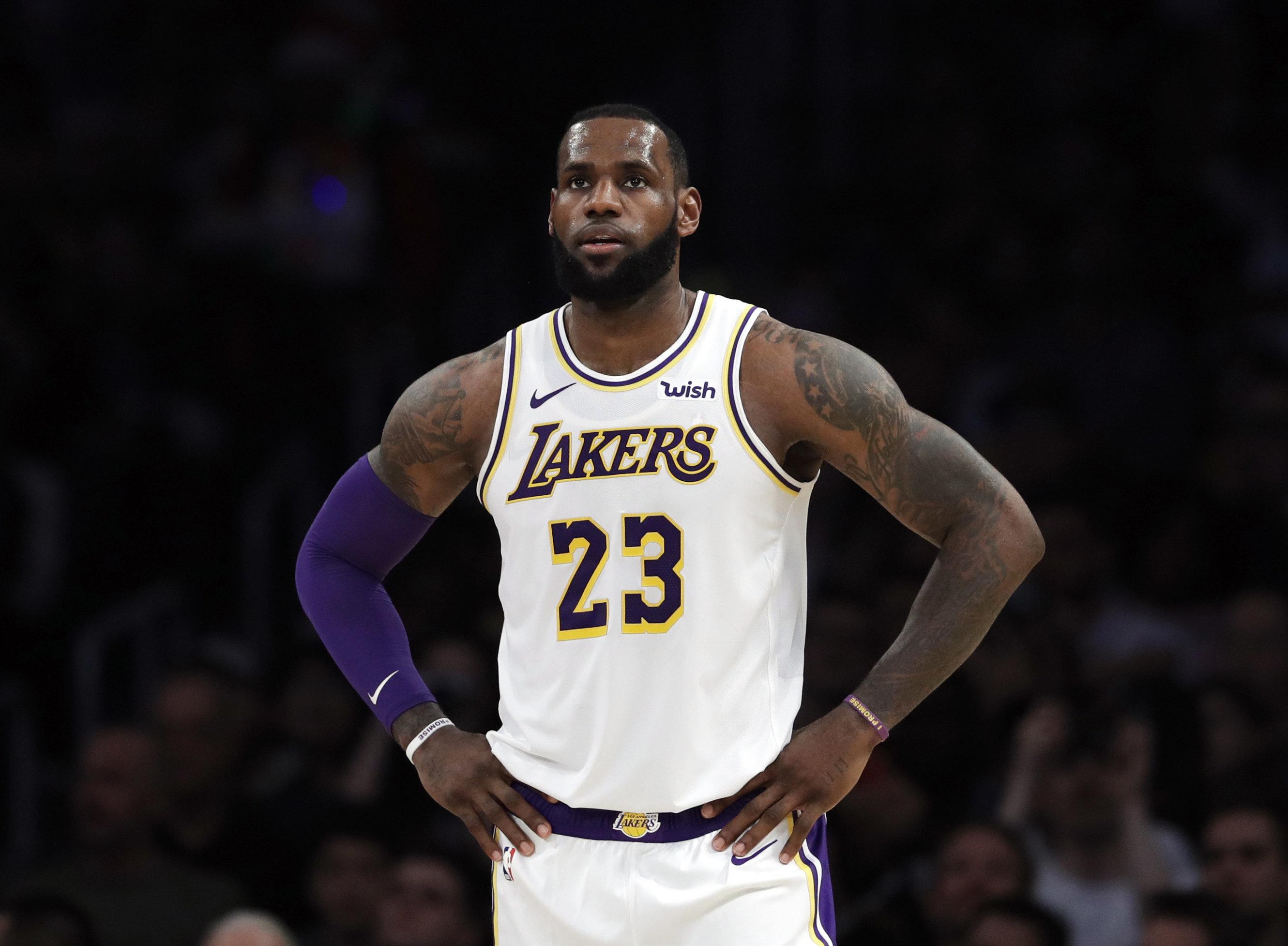 ARCHIVO - Esta foto del 23 de diciembre de 2018 muestra a LeBron James, de los Lakers de Los Ángeles, durante un partido ante los Grizzlies de Memphis (AP Foto/Marcio José Sánchez, archivo)