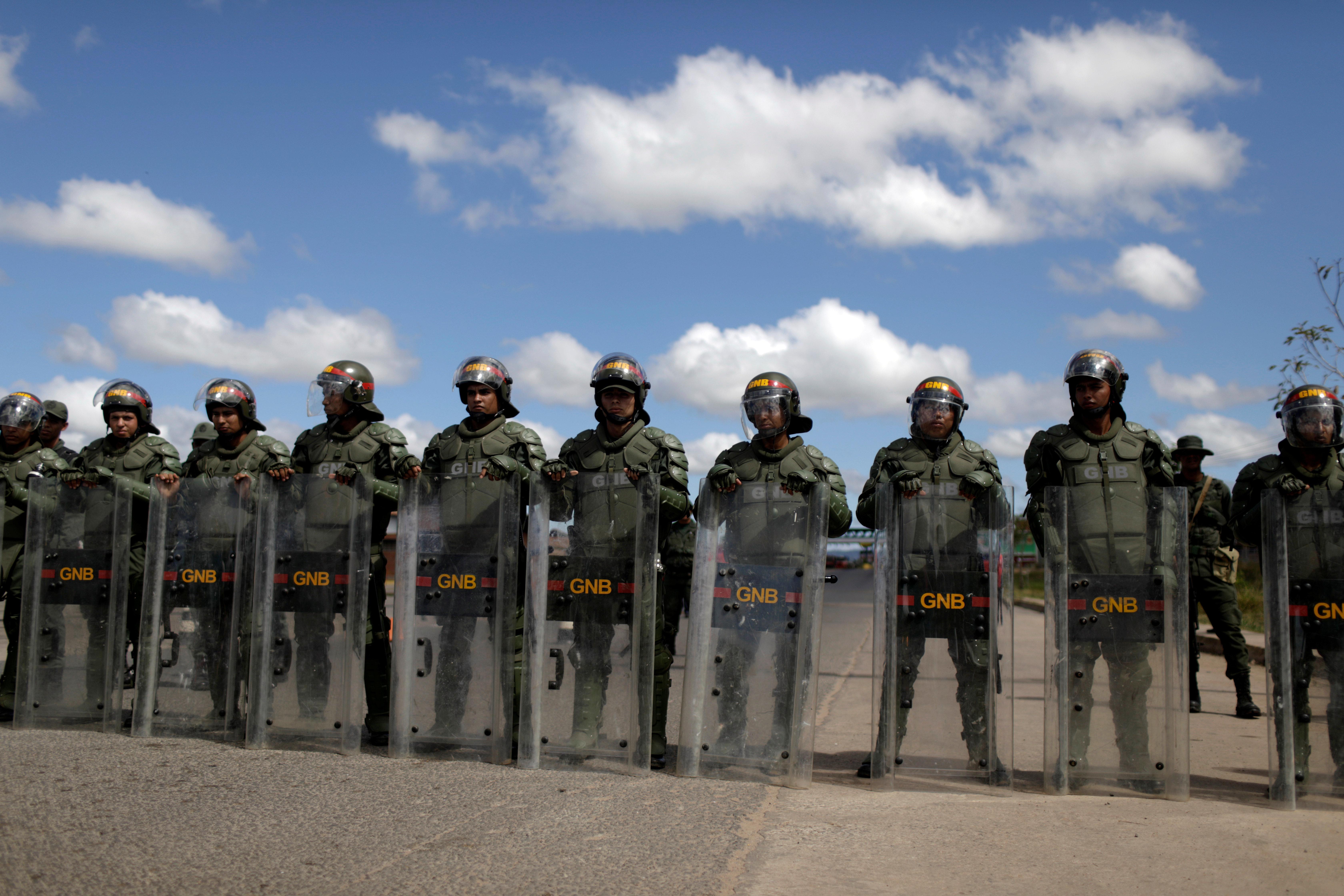 Ação militar perto da fronteira com Brasil deixa ao menos 2 mortos e 12