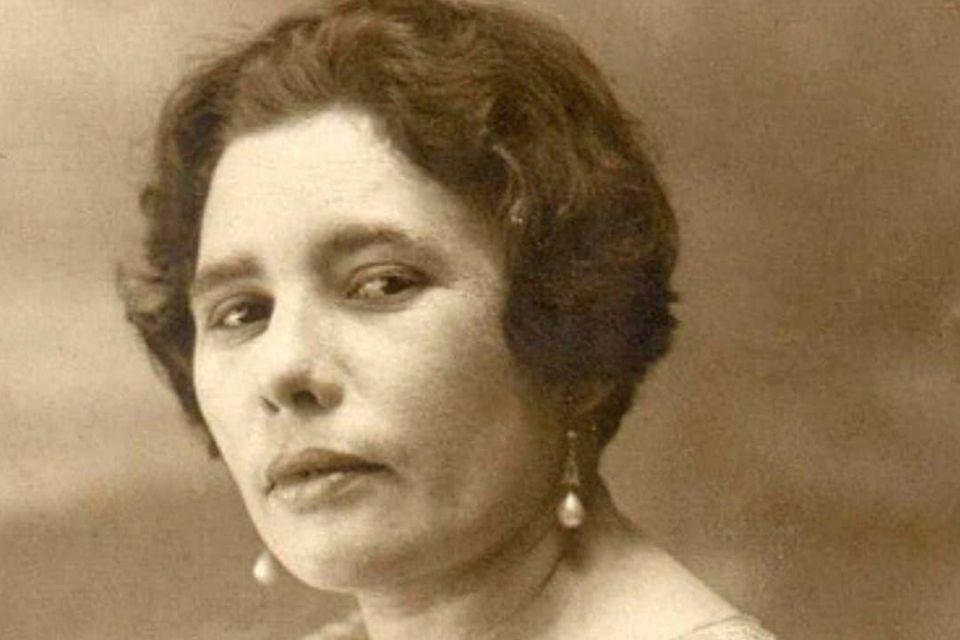 A professora Celina Guimarães Vianna se tornou a primeira mulher a votar no