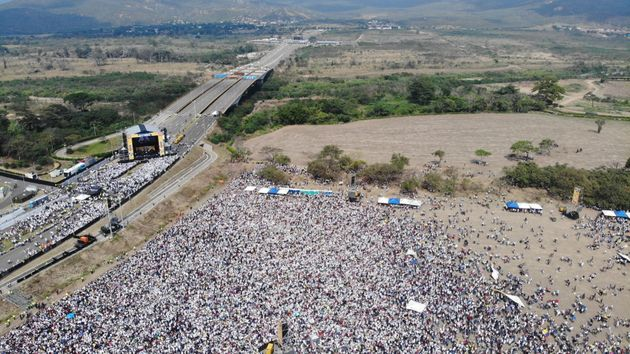 Βενεζουέλα: Η μάχη της γέφυρας Τιεντίτας για την ανθρωπιστική