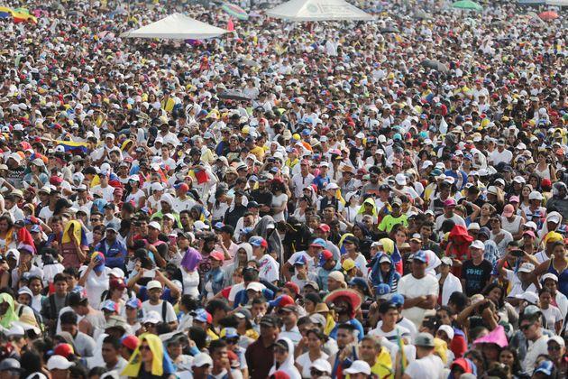 Πλήθος κόσμου στη συναυλία...