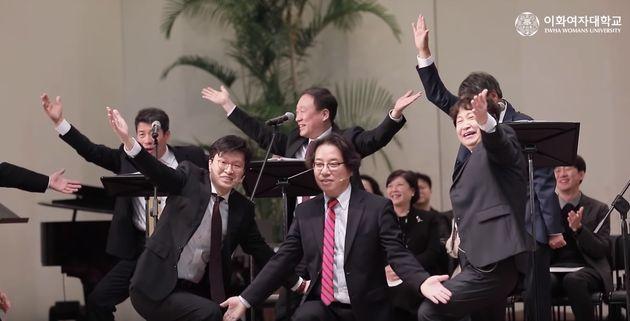 '이화여대 엑소' 남성교수중창단이 올해는 방탄소년단으로