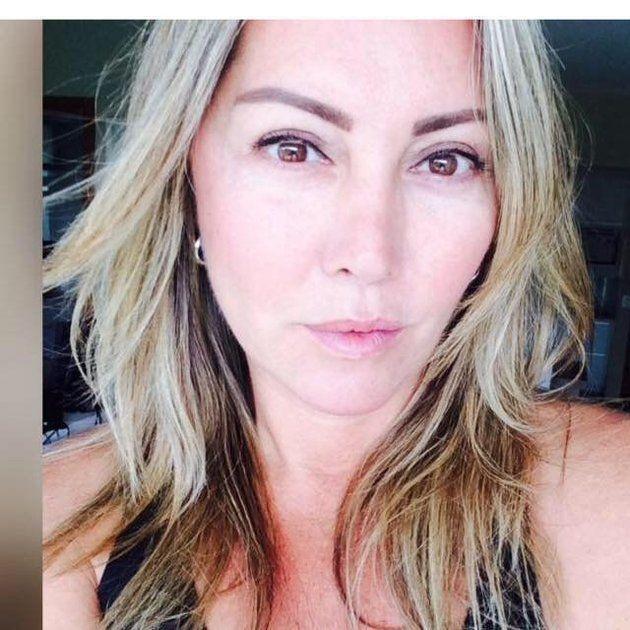 Na última semana, Elaine Caparroz, 55, foi encontrada desacordada sobre uma poça de sangue...