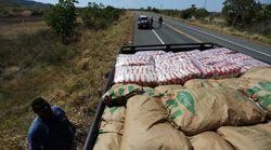 Ajuda humanitária do Brasil recua e volta a Roraima após mortes e tumulto na