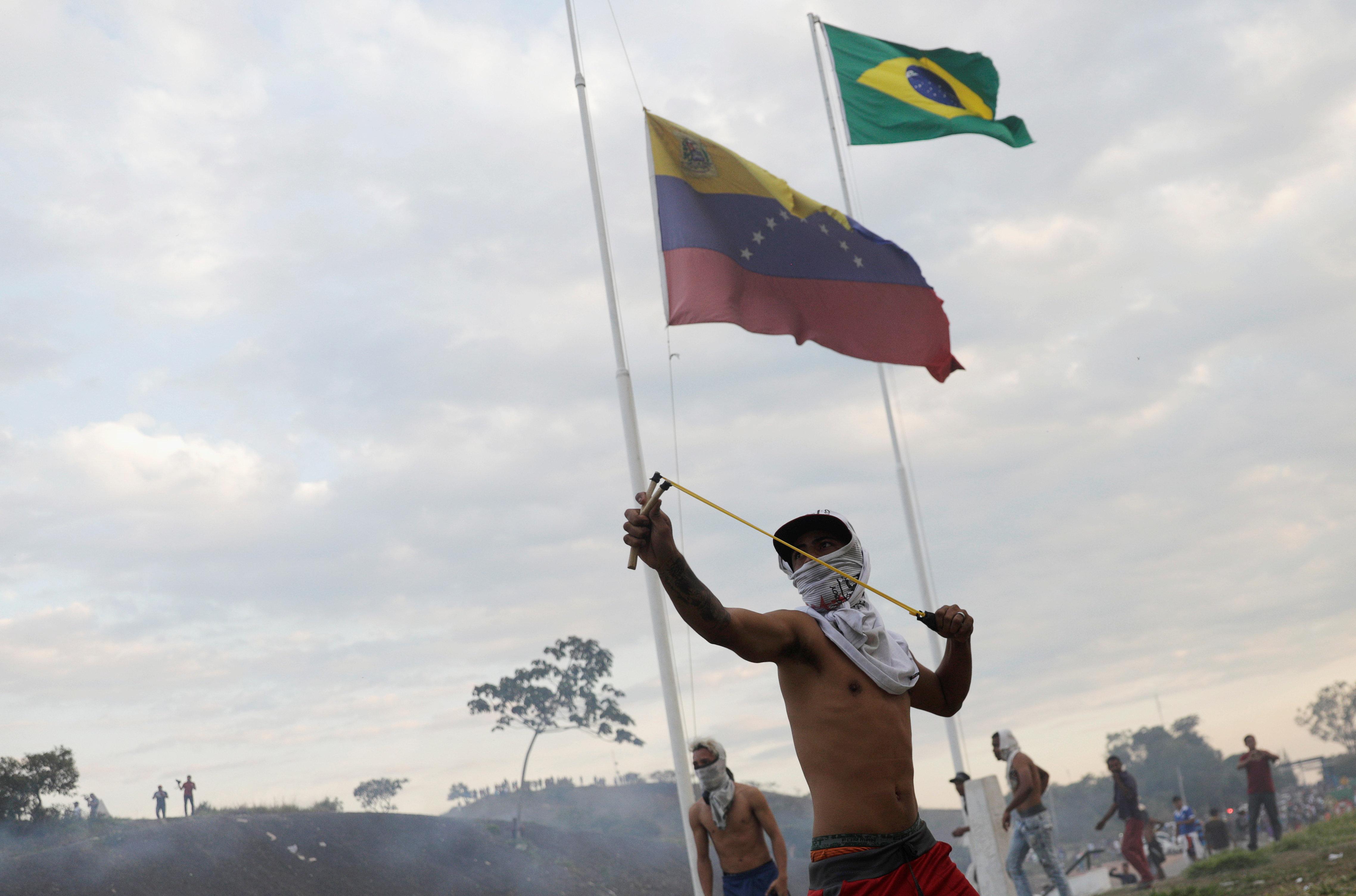 Επιστρέφουν στην Κολομβία τα φορτηγά με την ανθρωπιστική βοήθεια για τη