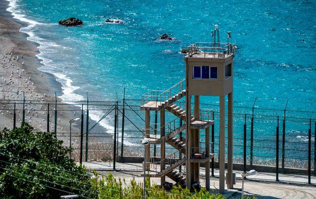 Η Ισπανία ενισχύει τον φράχτη που τη χωρίζει από το Μαρόκο και εμποδίζει τη διέλευση