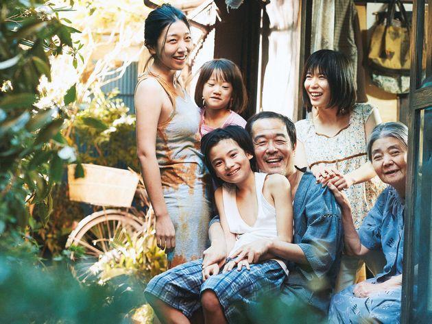 カンヌ国際映画祭の最高賞、パルムドールを受賞した是枝裕和監督の「万引き家族」。外国語映画賞にノミネートしている。