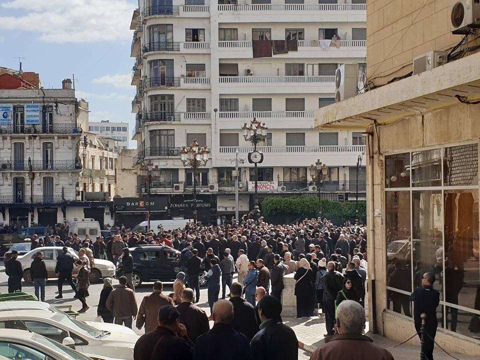 Le sit-in de Mouwatana à Audin empêché, une marche s'ébranle sur la rue Didouche