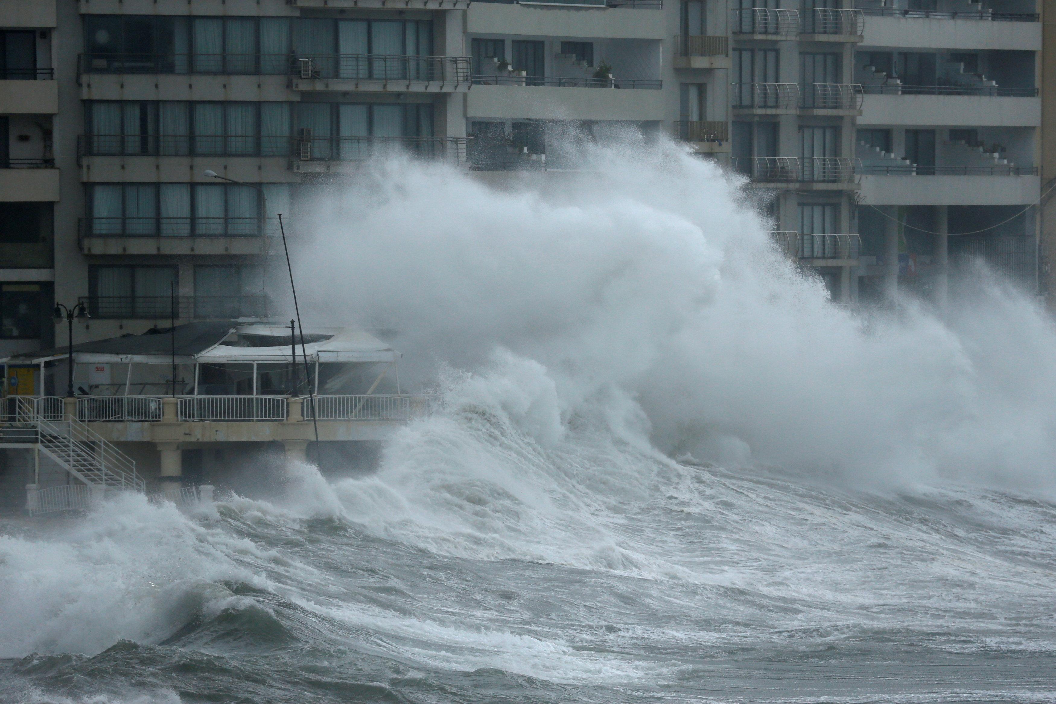 «Ωκεανίς» και στη Μάλτα - Κύματα-βουνά και ιστιοφόρα...στην στεριά!