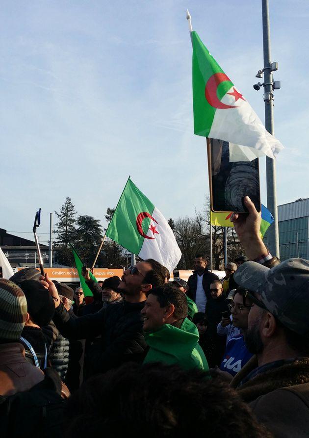 A Genève, des Algériens manifestent devant le siège européen de l'ONU contre le 5e