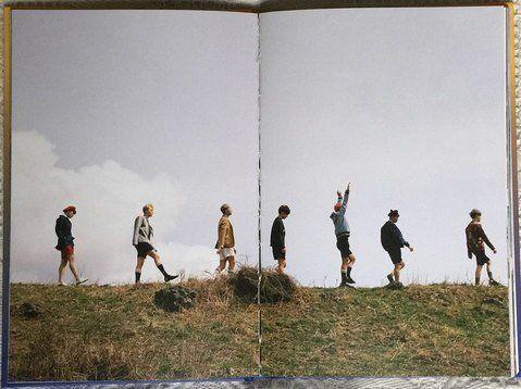 BTS앨범 '영 포에버'에 실린 사진집의 한 장면. 젊은이들이 열을 지어 걸어가는 모습이 포콩의 사진과 닮았다는 주장이