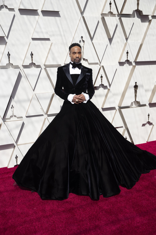 アカデミー賞 米俳優のクールな「タキシード・ドレス」に世界が賞賛