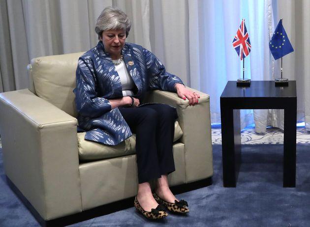 영국 메이 총리가 브렉시트 표결 날짜를 또 연기한 건 어떤