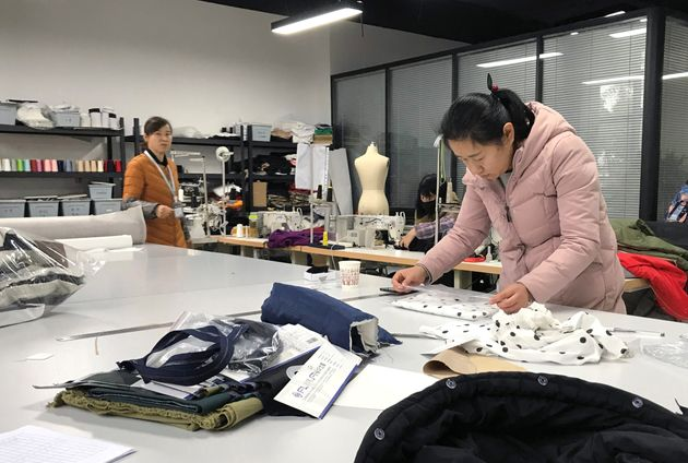 Πουπουλένια μπουφάν Amazon: Ο θρίαμβος μίας κινέζικης εταιρείας, που δεν πουλάει στην