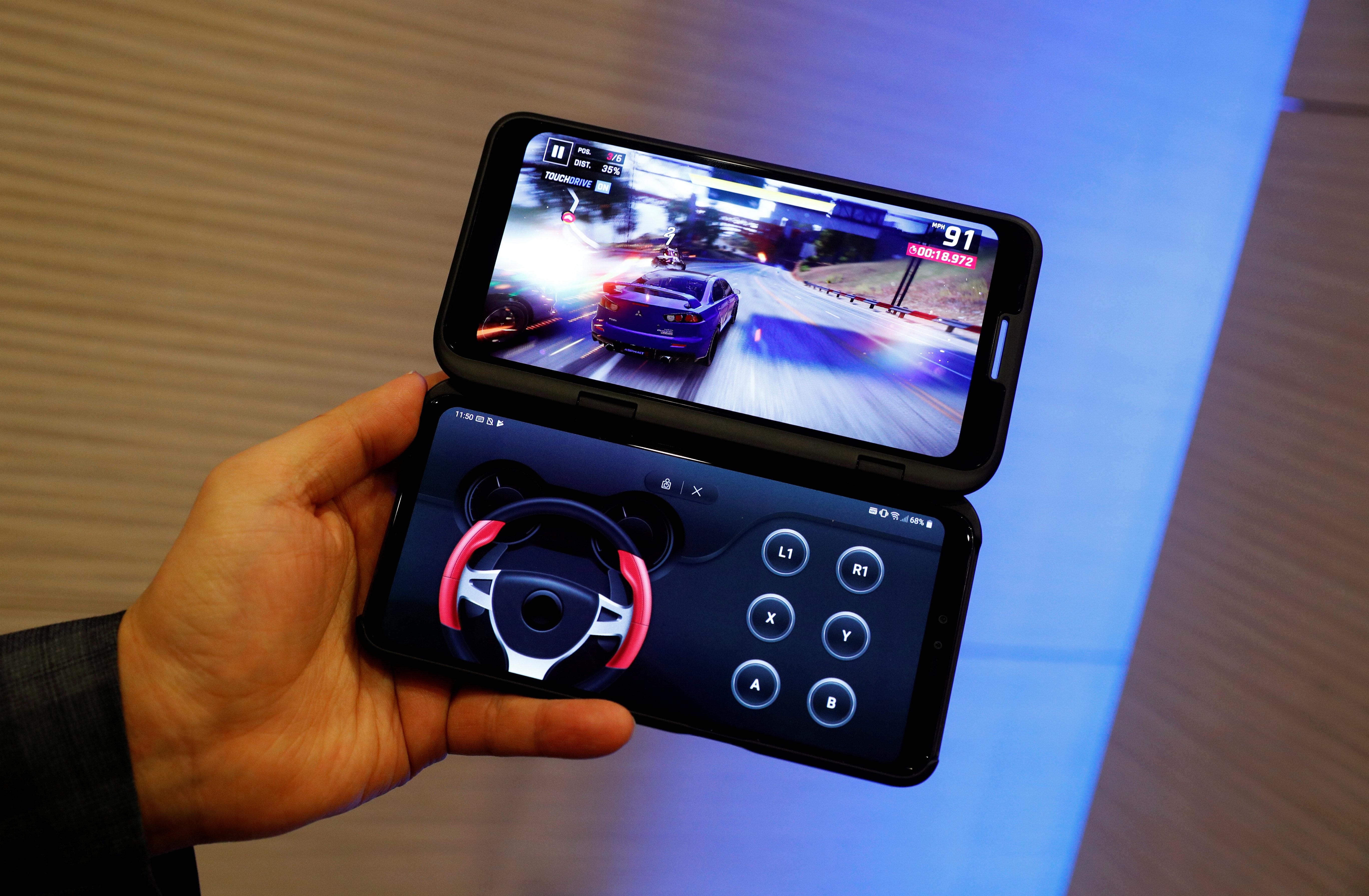 Νέο μοντέλο από την LG - Με διπλή οθόνη στη μάχη των κινητών τεχνολογίας