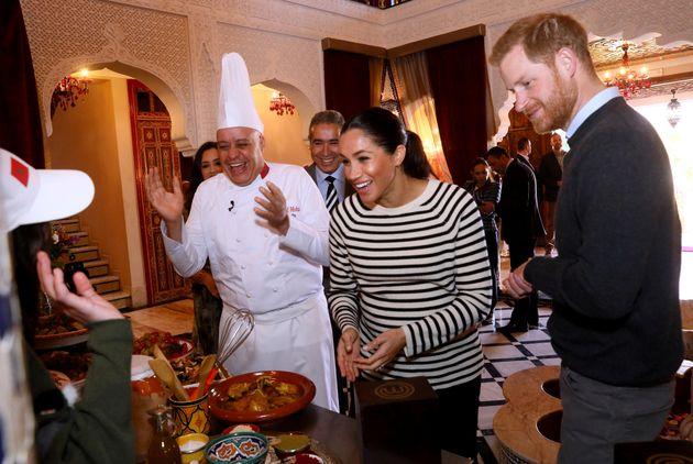 Quand le prince Harry et Meghan Markle testent les plats traditionnels