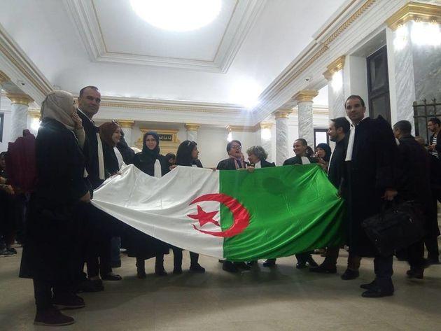 Rassemblement des avocats au tribunal de Sidi M'Hamed ce lundi 25