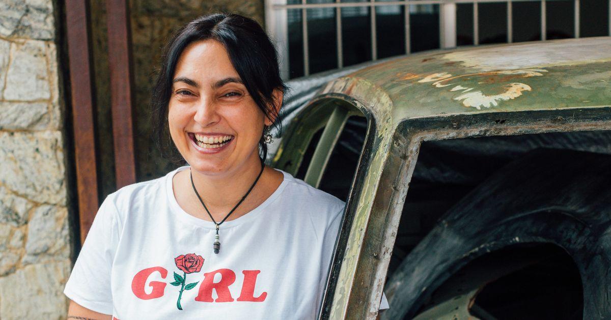 Thais Roland, a mecânica que ensina mulheres a não cair em 'papo de mecânico'