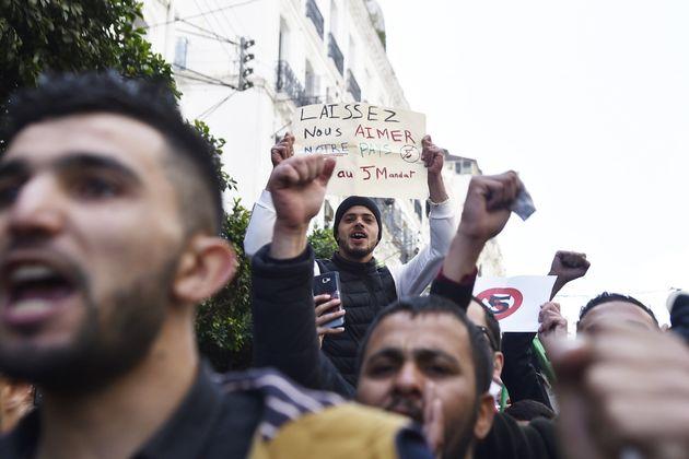 Appel d'intellectuels Algériens à aider la société à se libérer d