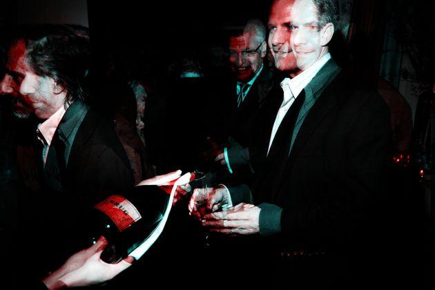Mike Offit (links im Bild) bei einer Hoteleröffnung in New York City im Jahr 2007. Der Finanzexperte baute das Immobiliengeschäft der Deutschen Bank in den USA auf – und ging dafür Deals mit Donald Trump ein.