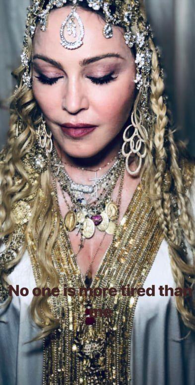 Madonna en robe gandoura et bijoux de tête pour l'After Party des Oscars