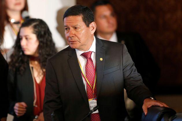 Mourão prega solução pacífica na Venezuela 'sem