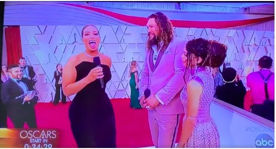 lisa-bonet-looked-truly-offended-when-ashley-graham-asked-jason-momoa-to-do-a-haka