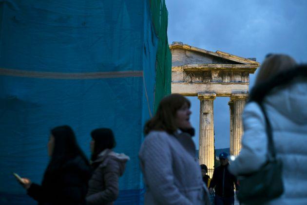 Politico: Γιατί η Βρετανία πρέπει να πάρει μάθημα από την αρχαία