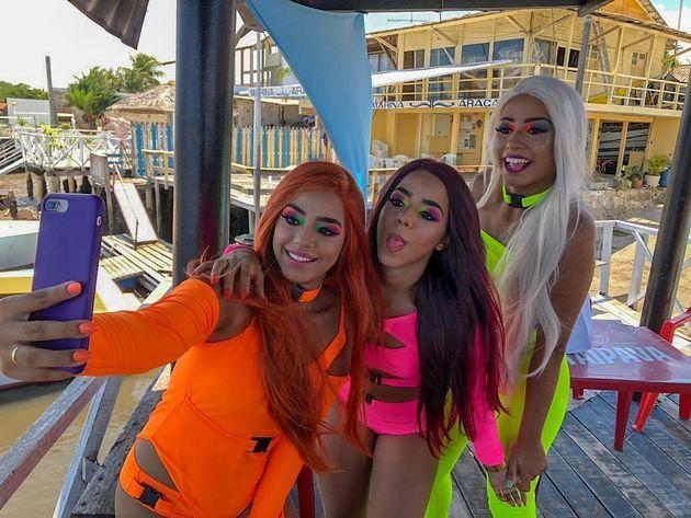 Trio lançou clipe de 'Malévola' com festa e fogos de artíficio neste domingo