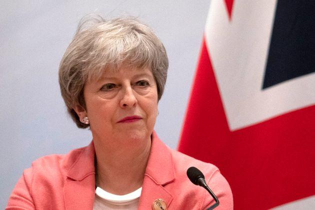 테레사 메이 영국 총리가 EU-아랍연맹 정상회의 폐막 기자회견을 하고 있다. 이집트샤름 엘 셰이크, 2019년